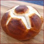 サッカーロールブレツッエル german brezel football roll まるで本物のサッカーボールのようなデザインがひときわ目立つ遊び心いっぱいの食事パンです。