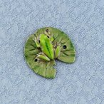 タックピン・ラベルピン・ブローチ(黄銅製)ひつじ草に蛙・かえる 小