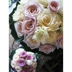Yahoo!フラワーガーデンリーブスブーケ バラ クラッチスタイルの可愛いブーケ 【ホワイト&ピンク】 ◆デザイナーにお任せ商品です♪