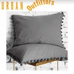 Urban Outfitters(アーバンアウトフィッターズ)/枕カバー2枚セット*Magical Thinking Pom-Fringe Sham Set /Grey 28375202