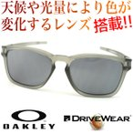 OAKLEY LATCH SQ (asian fit) Matte Gray Ink/black iridium & 超高性能多機能 偏光調光 サングラス レンズ DRIVE WEAR ドライブ ウエア  oo9358-02