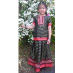 女児 子供用 レヘンガ、トップスとスカートとショール3点セット 黒 異国のお姫様風 金糸模様が織り込まれビーズやスパンコールが豪華 k-dre031