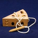 木のおもちゃ 知育玩具 クレマーズ ねずみとチーズのひも通しパズル