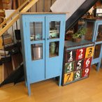 古材を使ったレトロな雑貨テイストの西海岸風75cm幅ブルー色のガラスキャビネット