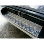 200系ハイエース用 アルミ縞板リアステップカバー/リアバンパーステップカバー  ドレスアップ・滑り止めに