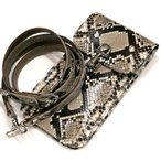 携帯ケース スマートフォン ケース 携帯電話 ホルダー レザー 革 ベルト付き 日本製 ポケット収納 パイソン革 蛇革 ナチュラル
