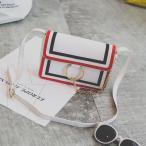 ショルダーバッグ 2色のライン入り 大きなリングとチェーン付き (ホワイト)