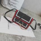 ショルダーバッグ 2色のライン入り 大きなリングとチェーン付き (ブラック)