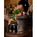 ワインボトルホルダー ワイングラスを持ったセクシー美女 (グリーンのワンピース)