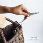 バッグの持ち手に巻きボタンを留めるだけの本革キーホルダー♪