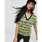 エイソス Tシャツ レディース  トップス 大きいサイズ    ASOS T-Shirt with V-Neck in 80s Scribble Stripe