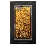 マークバイマークジェイコブス 小物 MARC BY MARC JACOBS フォイルエフェクト メタリック ロゴ エンボスド iPhone6専用ケース ゴールド M0006335