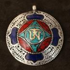 チベット密教 観音菩薩の真言オーム チベットシルバー ペンダントトップ|曼荼羅(マンダラ)|真言(マントラ) メール便対応可