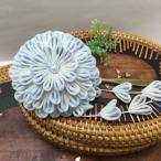 伝統工芸つまみ細工  淡い花の一本簪(グラデーションを帯びたブルー)※房飾り付き
