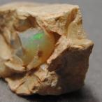カンテラ付きファイア・オパール 原石  メキシコ産 約4.5g  np1359