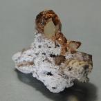 インペリアル・トパーズ アメリカ、ユタ産 母岩付き結晶 約5.9g np5410
