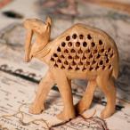(一木造り)インド職人の手作り透かし彫り木像 ジャリ ラクダ / 置物 彫刻 人形 駱駝