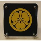 家紋盾150mm 【丸に姫路剣片喰】二層式で立体的なスタンド型の商品です。家紋盾の納期は、御注文頂いてから1〜3営業日と短納期で発送いたします。