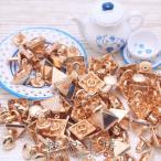 メタルスタッズ(打ち込み式)/角ピラミッド型(約8x8xH7mm・足約5.5mm)約50個 ゴールド/飾りカシメ/鋲/デザインリベット/手芸材料/素材