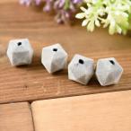 フロッキービーズ 多面体 グレー 灰色 約14mm 約1.4cm 4個 通し穴 フロッキー ビーズ ベロア ベルベット キューブ 四角 立体 パーツ