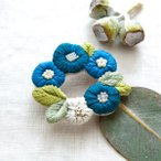 Piece(ピース) 『K.omono(コモノ) fioret wreah brooch ブローチ』 blue(ブルー)
