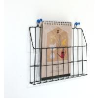ワイヤー製のシンプルなレターラックです。 押しピンなどで壁にかけられます。 自立するので、棚の上にた...