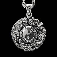 太陰図のシルバーペンダント。陰陽を表す二つの勾玉のマークは太陰対極図といい、古来中国より伝わる思想を...
