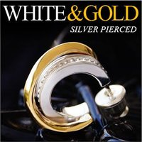 ホワイトとゴールドのコントラストが美しい半フープのシルバーピアスです。シルバー925とブラスゴールド...