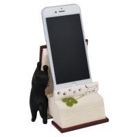 悪戯好きの猫たちがスマートフォンと戯れる楽しいスタンドのシリーズです。  スマートフォンスタンド ス...