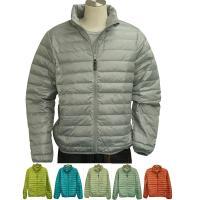軽い着心地のライトダウンジャケット。 中綿は保温性の高い羽毛(ダウン&フェザー)を使用してお...