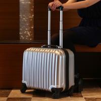 TSAロック搭載のスーツケースです。  機内持込みサイズなので出張などに大活躍!  また四輪キャスタ...
