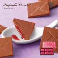 3mmという薄さのストロベリーが香るミルクチョコレートの中には、ラズベリーとブルーベリーをミックスし...
