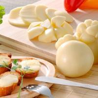 南イタリアの伝統チーズと言われているのがひょうたん型をしたチーズ。 カチョカヴァロチーズ。 そのまま...