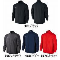 ナイキ チーム ウーブン メンズ ランニングジャケットは、軽量素材とあごまでジッパーを上げられるモッ...