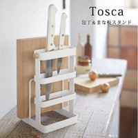 白のスチールと天然木の色合いが、自宅のキッチンを簡単に北欧カフェ風に変身させてくれます。 まな板と包...