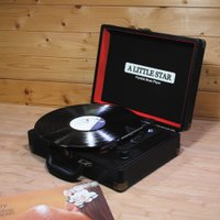 リトルスター レコードプレーヤー   ジャケ買いと言う言葉が昔はあった。レコードはジャケットを持った...