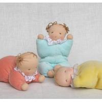 人形のキットで作り方は別売の「ウォルドルフ人形と小さな仲間たち」の本を参考下さい。
