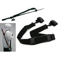 ロッドの持ち運びに便利なロッドキャリーベルト。  ロッドに装着し、肩に掛けるだけで簡単に竿を持ち運び...