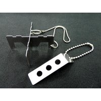 小型の熱源に利用できる五徳です。2枚のプレートを組み合わせて使用します。かさばらないので携帯用として...