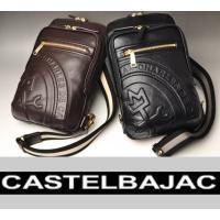本体素材には牛革を使用した高級感のある、シックなデザインのワンショルダーバッグ。 インパクトのある立...