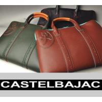 切り目のカラー配色がポイントのビジネスバッグ。 本体には角シボのPVCにフェルト生地をボンディングし...
