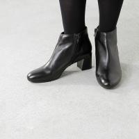 FABIO RUSCONI(ファビオルスコーニ)よりレザーヒールショートブーツのご紹介です。すっきり...