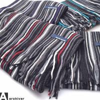 [商品説明] ラッセル編みでつくられた、秋冬定番アイテムのマフラー。 差し色のはいったストライプ柄が...