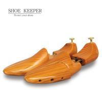 ニス塗りを施したシューズキーパー。消臭・除湿に効果があり、型崩れからあなたの靴を守ります。  ニス塗...