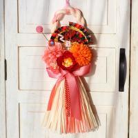 サーモンオレンジのペーパー素材わらリースに赤椿とピンクダリア、 ピンポンマムのアーティフィシャルフラ...