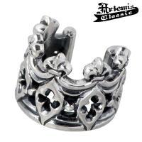ユリの紋章とトレサリーをデザインした繊細な王冠モチーフが彫り込まれたイヤーカフ。 彫りと燻しのみで仕...