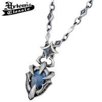 神秘的な輝きを放つラブラドライトを力強いディテールのドラゴンの爪とともに描いたシルバーネックレス。 ...