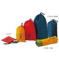高い対水圧を持つ、防水コーティング加工ナイロンを使用したシンプルなスタッフバッグです。 小物の収納に...