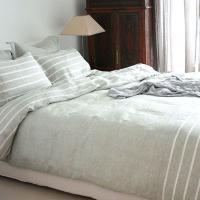 ヨーロッパ産 最高級リネンで作られた麻100%の掛け布団カバー。白いボーダーが爽やかなマンハッタンシ...
