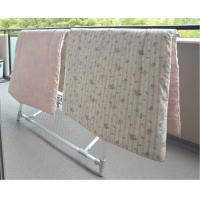 布団が一度に2枚も干せる!  布団を横から干せて、女性にも使いやすいタイプです。また布団を干したとき...